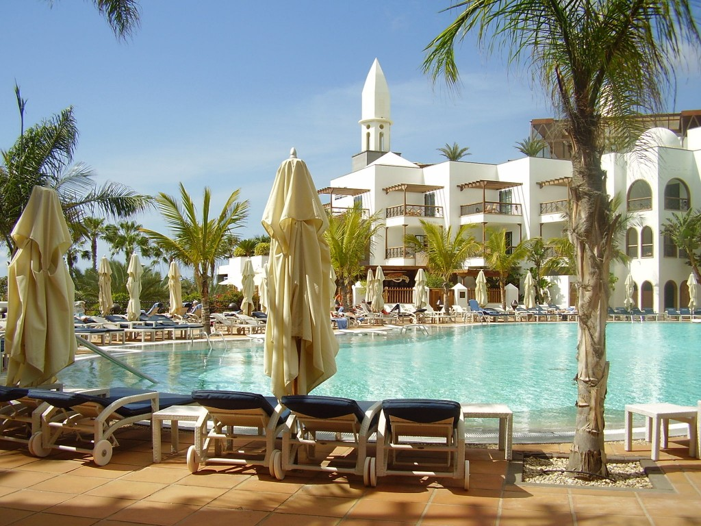 Summer sun 10 best family friendly resorts for Hotel princesa yaiza