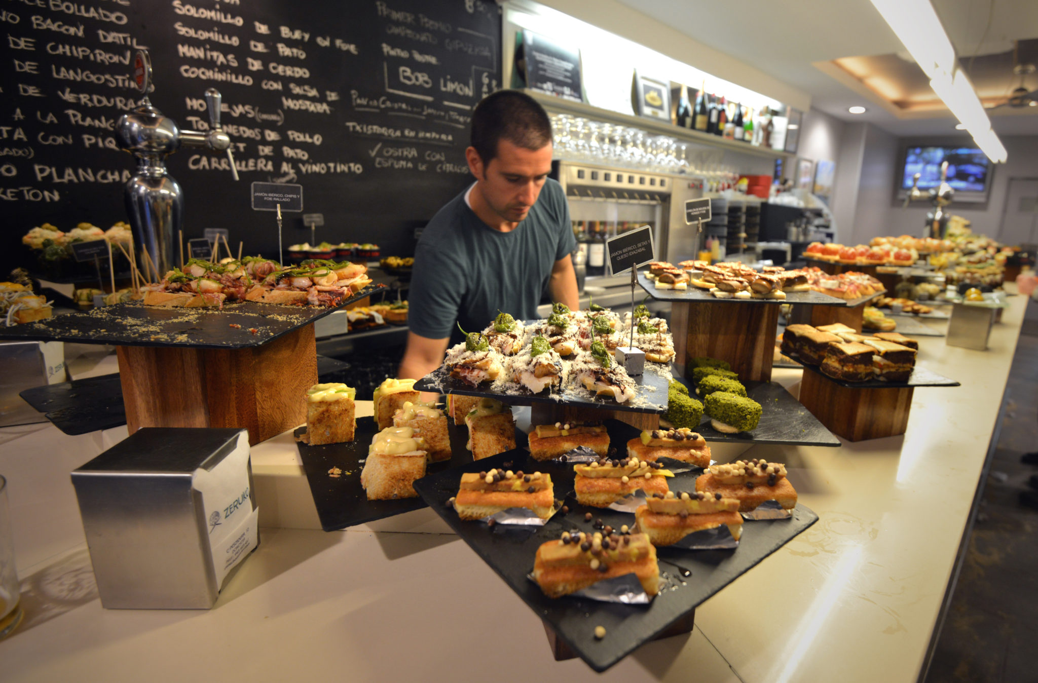 8 great san sebastian pintxo bars for Cuisine bar tapas